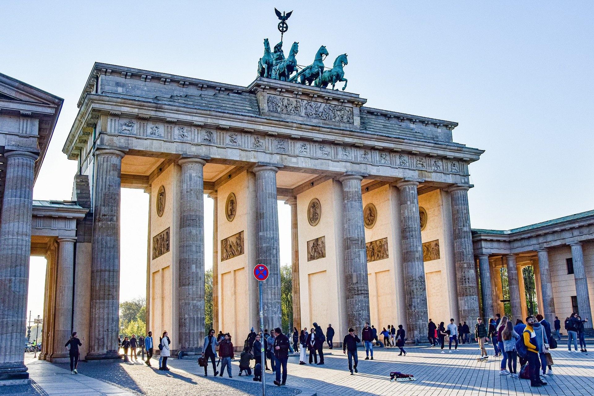 brand-front-of-the-brandenburg-gate-5117579_1920